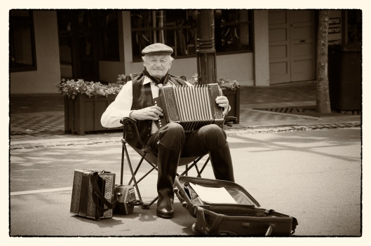 0218_l3_s_accordianplayer